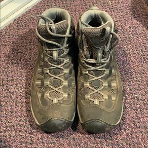 Keen hiking boots - size 10. Great condition.